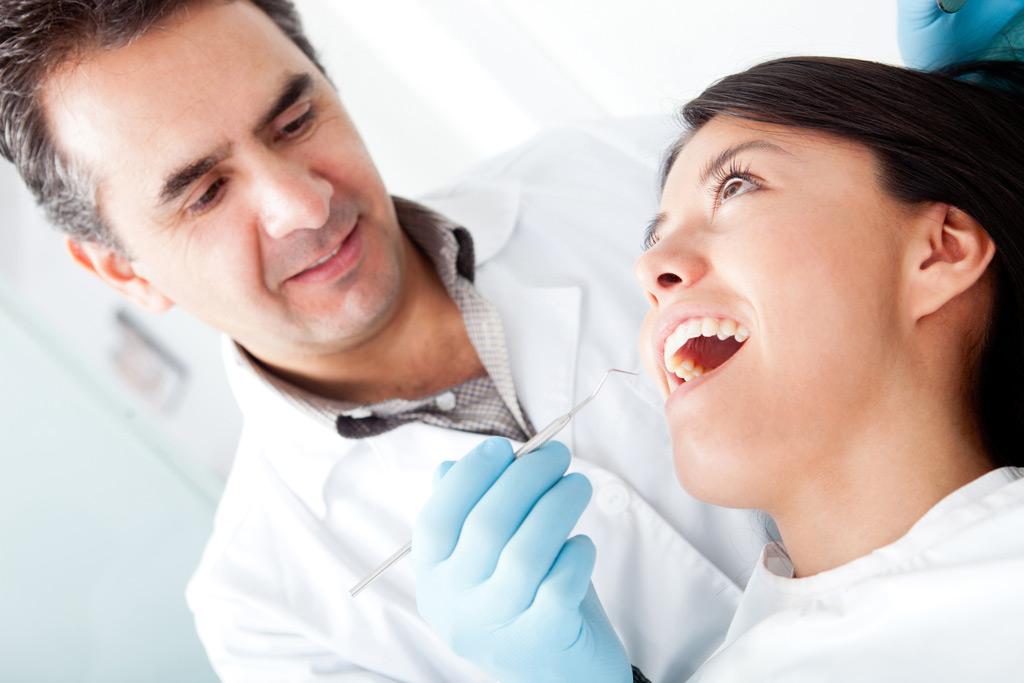 białe zęby po wybielaniu